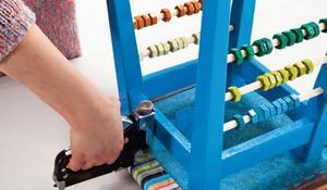 KROK IX - Mocowanie nowego materiału do siedziska
