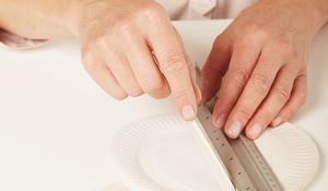 KROK II - Zaginanie talerzyków papierowych